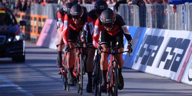 Vuelta a Espana 2017: cronosquadre di Nimes alla Bmc, Dennis primo leader