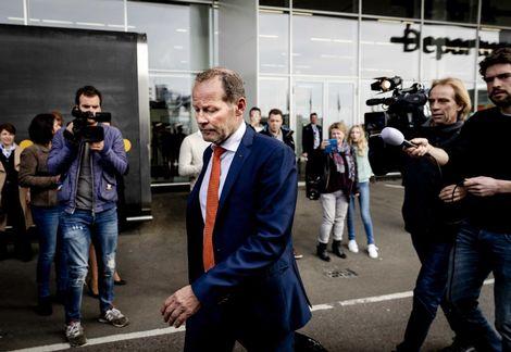 Olanda, il c.t. Blind esonerato a due giorni dal test con l'Italia