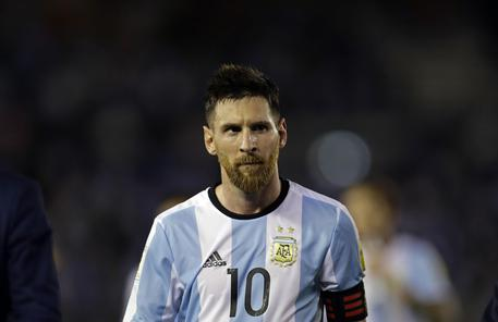 Argentina, Messi squalificato 4 giornate dopo insulti al guardalinee