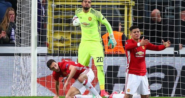 Europa League, quarti: Man Utd beffato in Belgio; grande Ajax. Celta ok col rischio, e a Lione… botte!