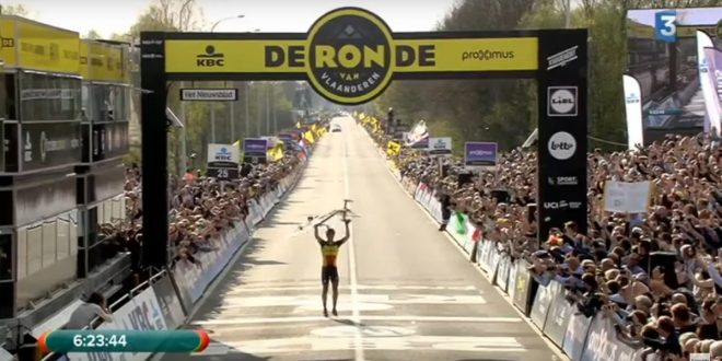 Eroico Philippe Gilbert: trionfo in uno spettacolare Giro delle Fiandre 2017!