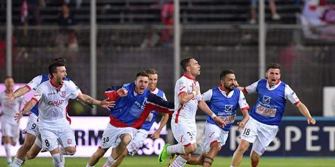 Serie B, semifinali playoff: Frosinone-Carpi 0-1, succede di tutto al Matusa ma in finale va Castori