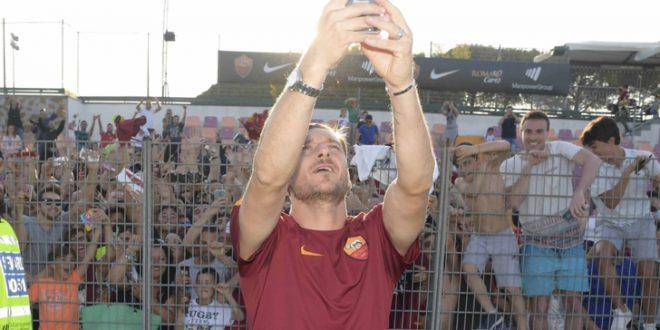Serie A, ecco il Totti-day. L'Olimpico è sold-out per il saluto: qui Totti i numeri di un simbolo