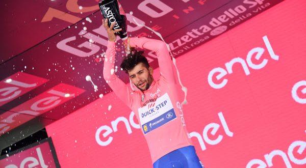Giro 100, addio Sardegna con Gaviria in rosa. Analisi e highlights da Cagliari