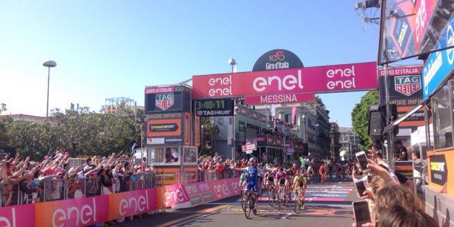 Giro d'Italia 2017, Gaviria concede il bis a Messina. Secondo Mareczko