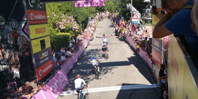 Giro d'Italia Under 23, Philipsen esulta a Gabicce Mare
