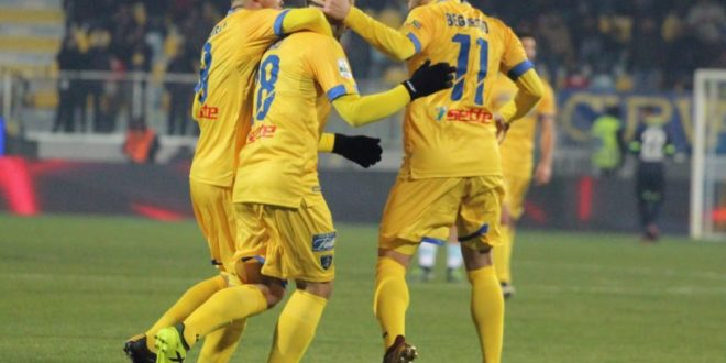 Serie B, 20ª giornata: in avanti pareggiano tutte, il Frosinone ne approfitta. Spettacolo a Terni