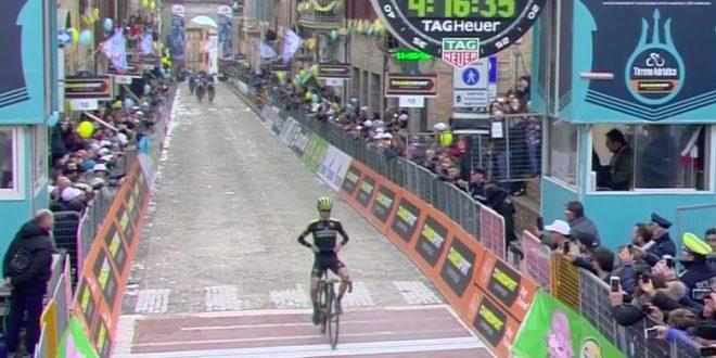 Tirreno-Adriatico 2018, Adam Yates vola nel 'Nido dell'Aquila' di Filottrano