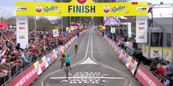 Michael Valgren brinda all'Amstel Gold Race 2018, terzo Gasparotto