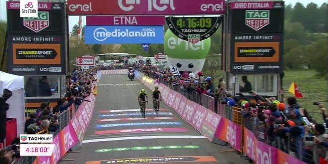 Giro d'Italia 2018, dominio Mitchelton-Scott sull'Etna: a Chaves la tappa, a Yates la rosa