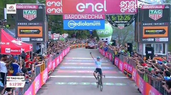 Giro d'Italia 2018, epico Chris Froome: è Maglia Rosa a Bardonecchia