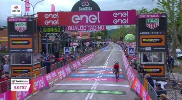 Giro d'Italia 2018, acuto di Mohoric a Gualdo Tadino. Game over Chaves