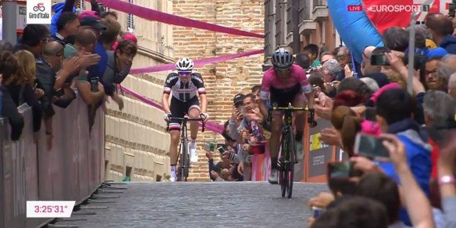 Giro d'Italia 2018, Yates vince anche ad Osimo: maglia rosa blindata
