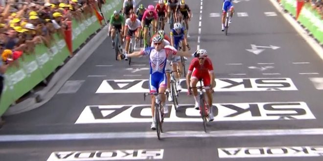 Tour de France 2018, Démare si sveglia a Pau