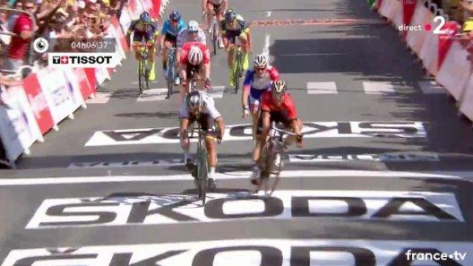 Tour de France 2018, Sagan batte Colbrelli e si veste di giallo