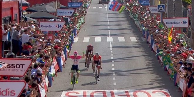 Vuelta a Espana 2018, ancora la fuga: Clarke al successo, Molard in rosso