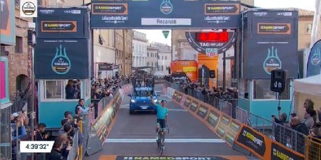 Tirreno-Adriatico 2019, ancora Astana sui muri marchigiani: vittoria Fuglsang con dedica a Scarponi