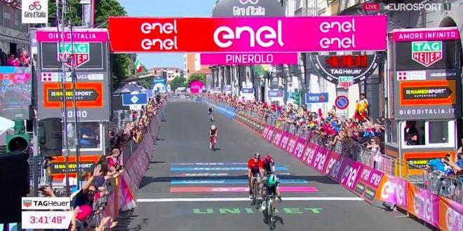 Giro d'Italia 2019, Benedetti corona il sogno a Pinerolo. Polanc in rosa
