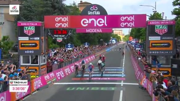 Giro d'Italia 2019: Dèmare primo a Modena, Viviani ancora battuto
