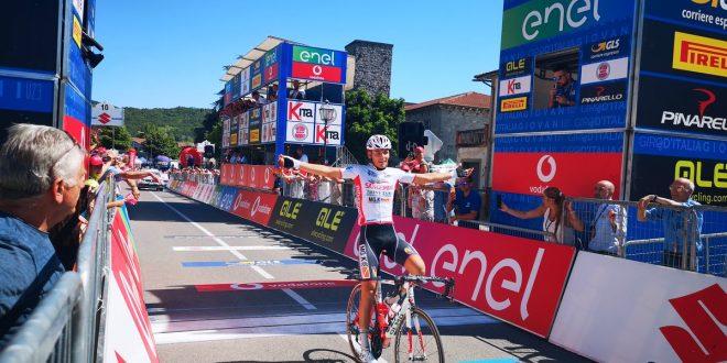 Giro d'Italia U23 2019, primo successo italiano: Mazzucco primo sullo sterrato toscano