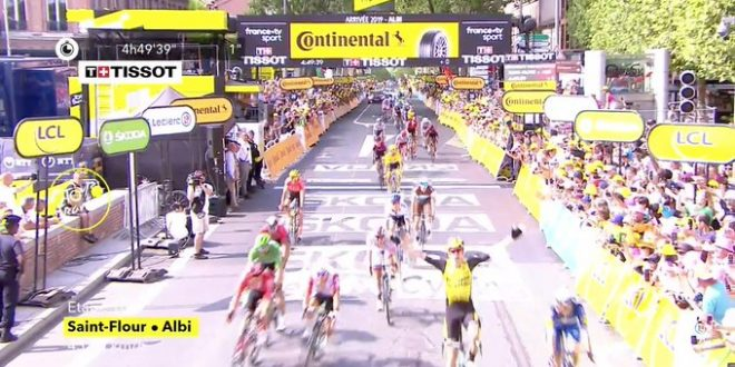 Tour de France 2019, Van Aert batte Viviani ad Albi. Il vento sconvolge la classifica
