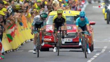 Tour de France 2019, Simon Yates vince a Bagneres de Bigorre