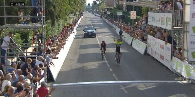 Giro della Toscana 2019, esulta Visconti davanti a Bernal