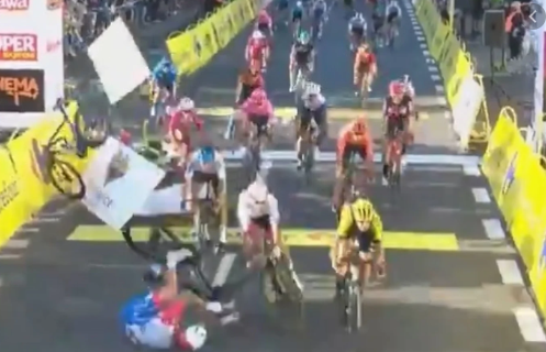 Giro di Polonia, follia Groenewegen: Jakobsen in coma [video]