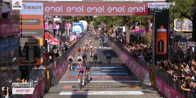 Giro d'Italia 2020,è tris Démare a Brindisi