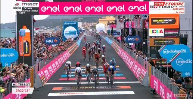 Giro d'Italia 2020, Démare vince al fotofinish a Villafranca Tirrenia
