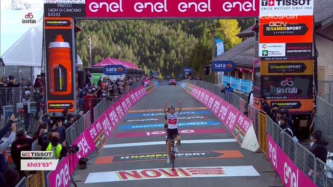 Giro d'Italia 2020, Hindley conquista la tappa regina. Kelderman arranca, ma si veste di rosa