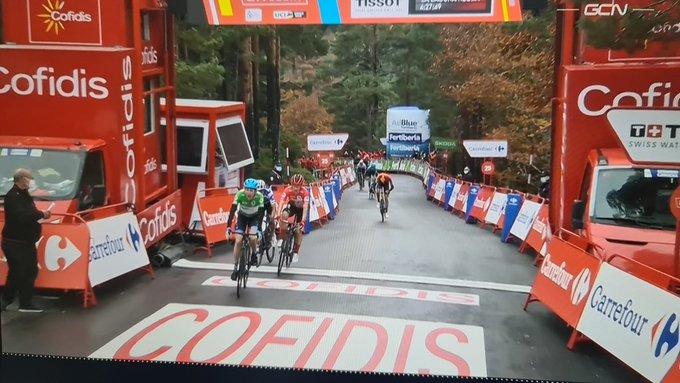 Vuelta a Espana 2020, Daniel Martin vince sul primo arrivo in salita