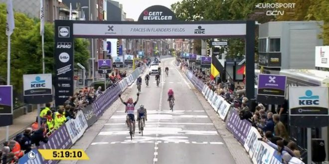 Pedersen vince la Gand-Wevelgem 2020, piazzati Trentin e Bettiol