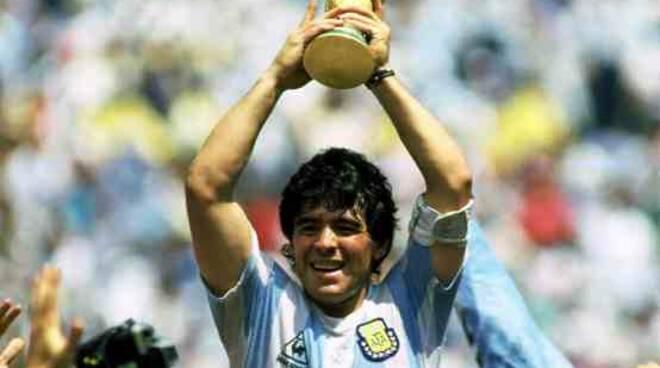 Maradona è morto, addio al Pibe de Oro