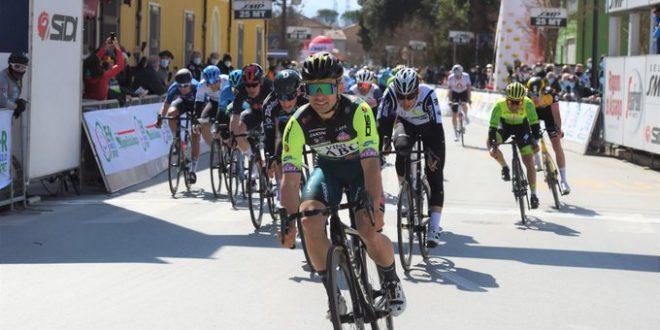 Settimana Coppi e Bartali 2021, nella prima giornata festeggiano Mareczko e Israel: Cavendish leader a Gatteo