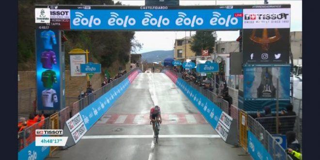 Tirreno-Adriatico 2021, capolavoro Van Der Poel a Castelfidardo