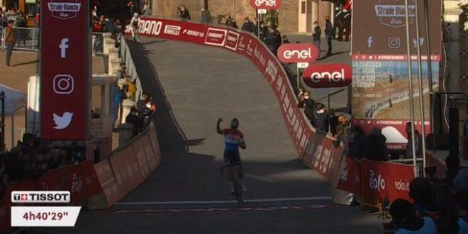Van Der Poel re della polvere: è trionfo alla Strade Bianche 2021