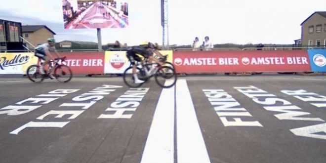 Amstel Gold Race 2021, Van Aert supera Pidcock al fotofinish
